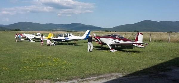 Četiri aviona iz Italije sletjela u zračnu luku Otočac