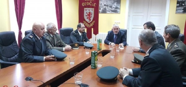 Zapovjednici 133.brigade HV Otočac na prijamu kod gradonačelnika Kostelca