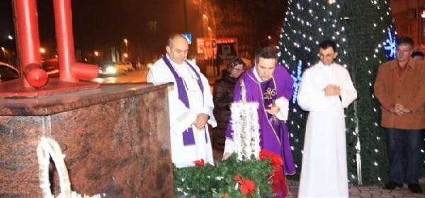 U Otočcu upaljena prva adventska svijeća