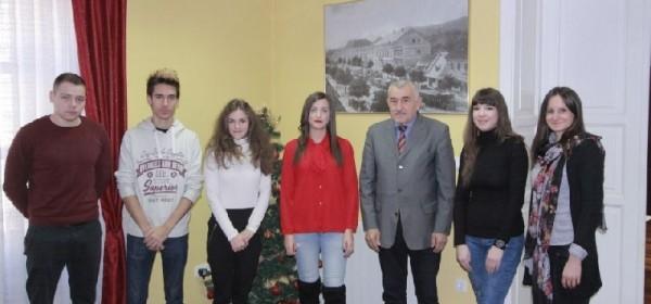 Gradonačelnik Kostelac potpisao ugovore sa sedam polaznika programa za stručno osposobljavanje