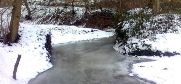 Ne hodajte po zaleđenim vodotocima
