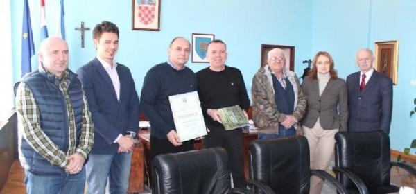 """Župan Kolić upriličio prijam za članove Lovačkog društva """"Lika"""" Gospić"""