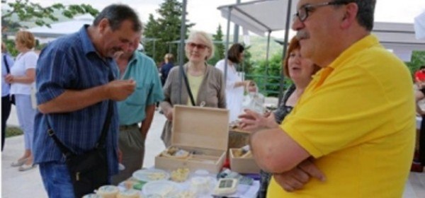Tomaićev sir škripavac pobjednik 8. Festivala sira u Drnišu
