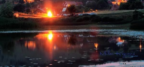 Ivanjski oganj na obali jezera - koji doživljaj