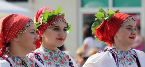 Evo i slik s parade prije smotre folklora u Otošcu