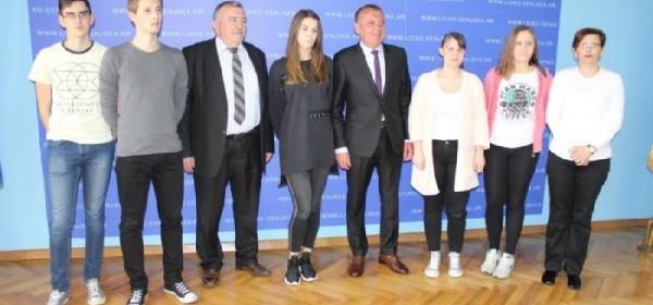 """Gospićki gimnazijalci osvojili 3.mjesto na međužupanijskom natjecanju """"Euroscol"""""""