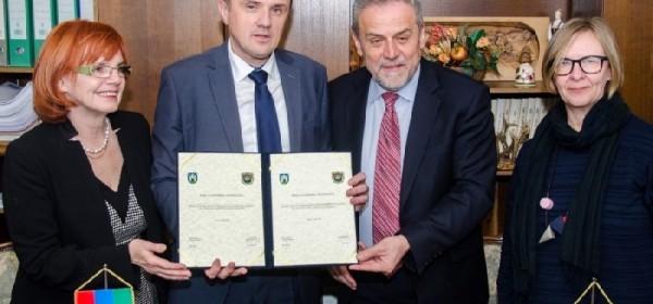 Potpisivanje Povelje o suradnji i prijateljstvu između Grada Senja i Grada Zagreba