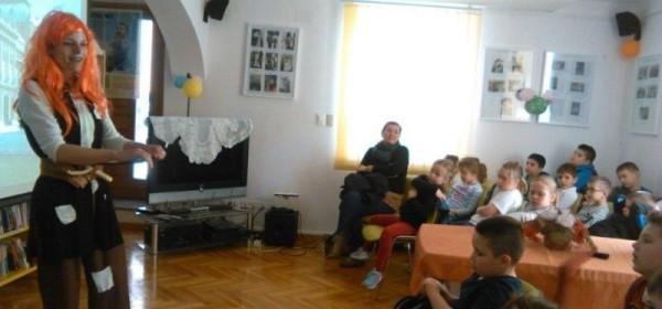 Povodom Svjetskog dana kazališta za djecu i mlade - Zora riđokosa za senjske prvašiće