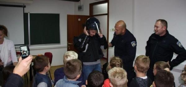 U sklopu obilježavanja Međunarodnog tjedna djeteta djeca posjetila policiju