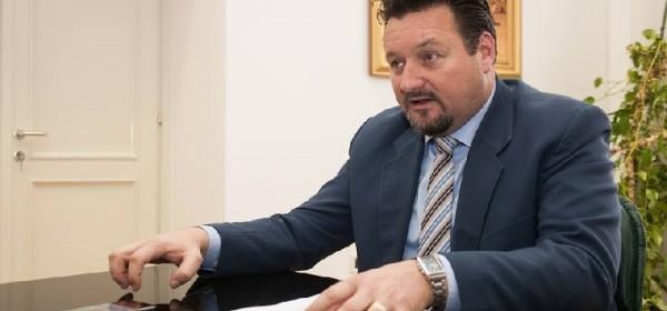 Ministar Kuščević dodjeljuje Odluke o dodjeli sredstava kapitalne pomoći u Ličko-senjskoj županiji
