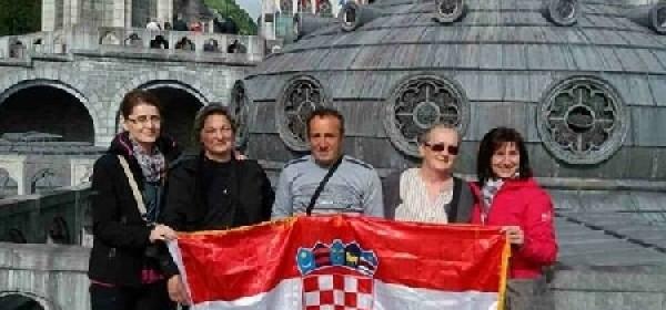 Naši hodočasnici u Lourdesu