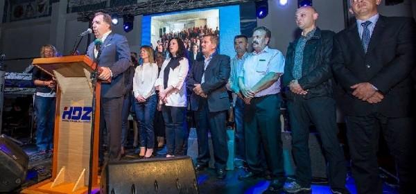 HDZ i koalicijski partneri napunili Sportsku dvoranu u Otočcu