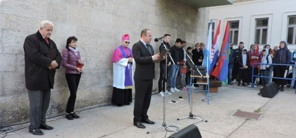 Sjećanje na žrtvu Vukovara (1991. – 2018.) – učenici Srednje škole Pavla Rittera Vitezovića u Senju obilježili 27. godišnjicu pada Vukovara