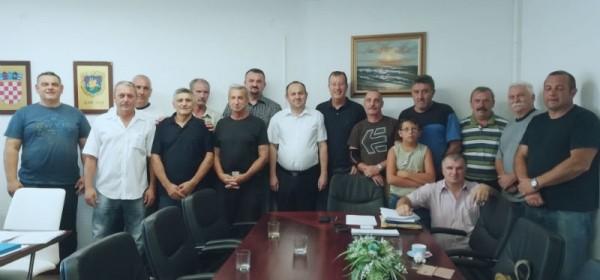 Udruga branitelja Uskok Senj i gradonačelnik grada Senja Sanjin Rukavina obilježili Europski dan sjećanja na žrtve totalitarnih režima