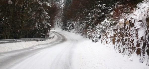 Zbog snijega i bure zatvoren NP Sjeverni Velebit