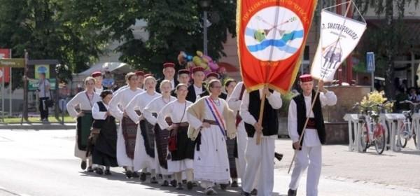 Mimohod i smotra folklornih društava u Otočcu