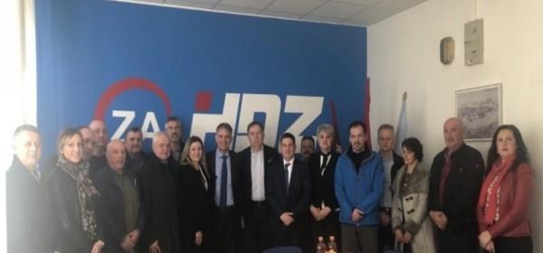 Ministri Oleg Butković i Gari Capelli u radnom posjetu Otočcu