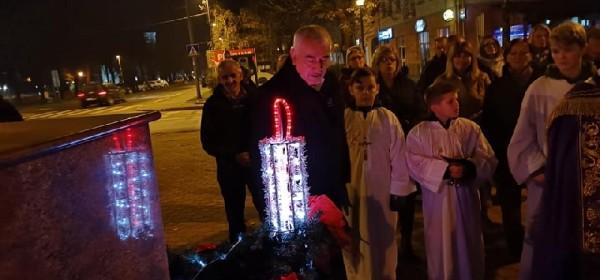 Gradonačelnik Kostelac upalio prvu adventsku svijeću u Otočcu