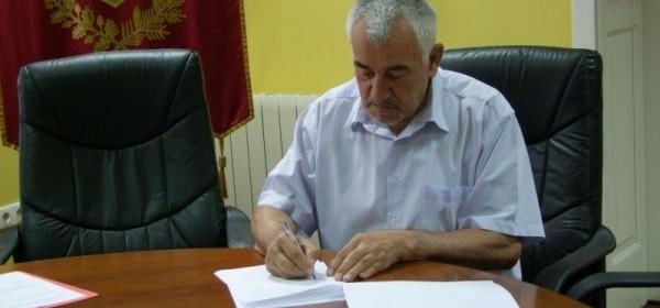 """Za ljepši Otočac "" - Gradonačelnik Kostelac potpisao 15 ugovora za obavljanje javnih radova"