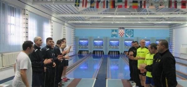 """Kuglački klub """"Velebit"""" Otočac savladao je nadmoćno u Osijeku K.K. Kandit"""