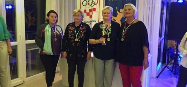 """Kuglačka ekipa """"Nikad nije kasno"""" Otočac osvojila zlatnu medalju u Malom Lošinju"""