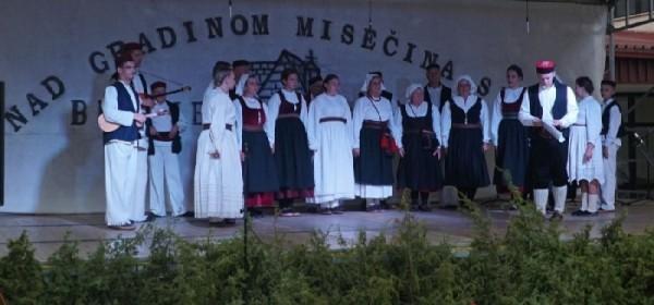 Brinjsku smotru folklora zajednički otvorili Župan Milinović i Načelnik Fumić