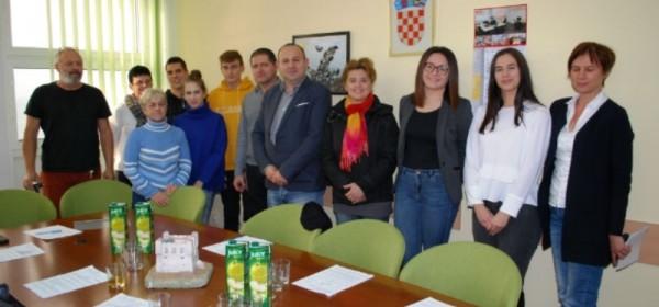 Gradonačelnik Rukavina uručio ugovore korisnicima stipendija Grada Senja za školsku i akademsku 2018./2019. godinu
