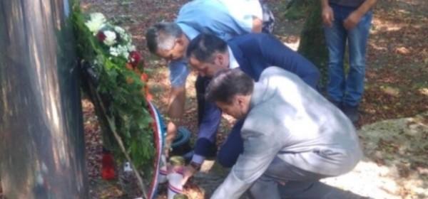 Marijan Kustić s braniteljima položio vijenac na spomenik Josipu Joviću, prvom hrvatskom poginulom redarstveniku u Domovinskom ratu