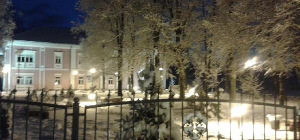 Nokturno u parku ispred Doma HV-a