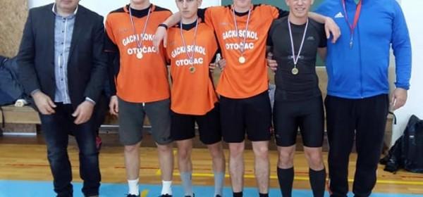 Muška ekipa Srednje škole Otočac prva u krosu