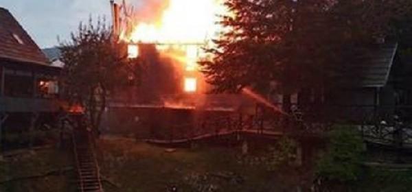 U Plitvica Selu izgorjela drvena kuća