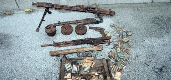 Pronađeno zakopano oružje