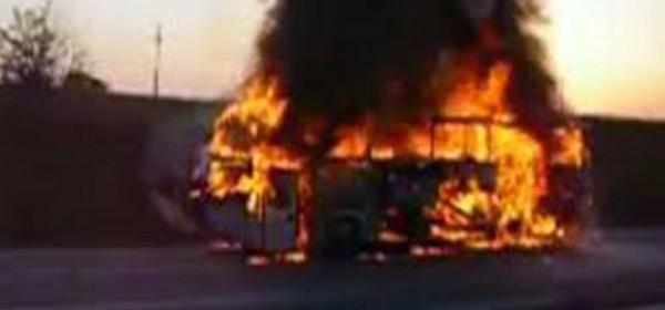 Izgorio autobus, fizički napad i nešto malo krađe