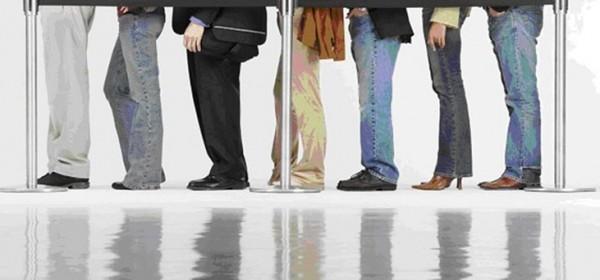 U javnoj upravi stranke moraju držati udaljene dva metra