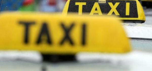 Skakao po taxi vozilu i trgao dijelove