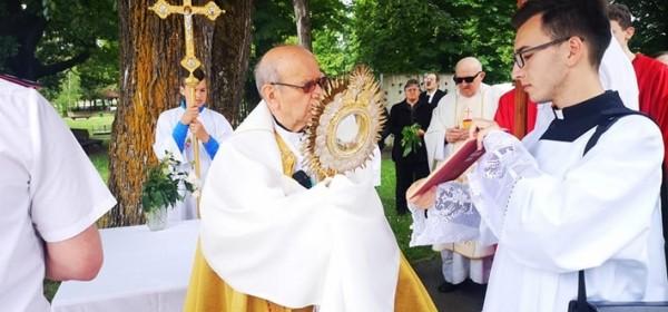 Tijelovska misa i procesija u Otočcu