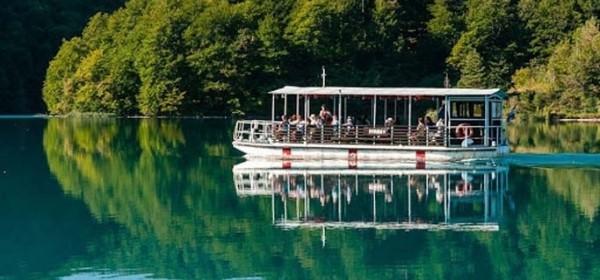 Od petka brodići i panoramski vlakići na Plitvicama