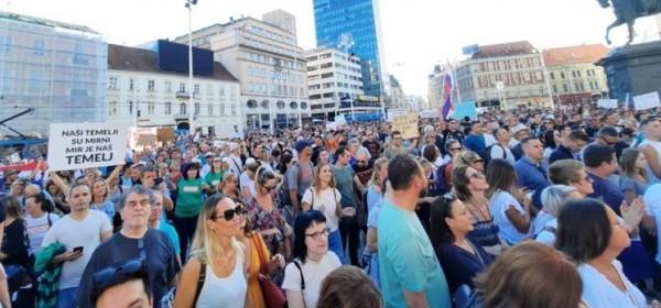 Tisuće ljudi na antikorona prosvjedu – DOSTA JE!