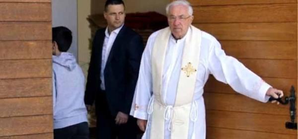 Nemate vi pojma o kakvom se svećeniku radi!