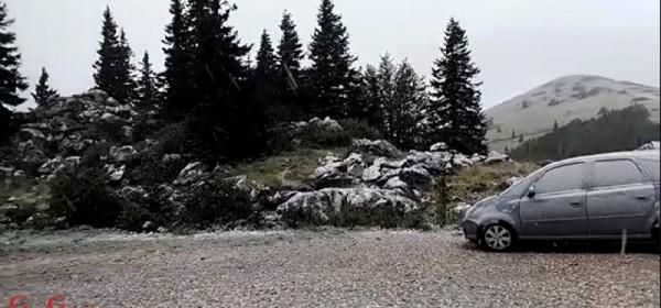 Na vršinama Velebita snijeg leprša