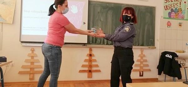 Kontakt policajki iz Donjeg Lapca uručen Školski Oskar