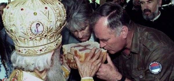 Papa Franja roni suze za Irinejom