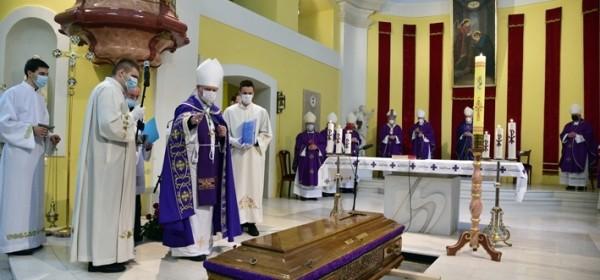 U gospićkoj katedrali pokopan mons. Mile Bogović, gospićko-senjski biskup u miru