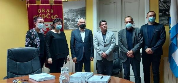 Obavljena primopredaja vlasti u Otočcu: Goran Bukovac službeno gradonačelnik