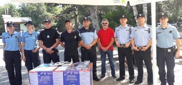 Strani policijski službenici i kolegice iz PU ličko-senjske savjetovali turiste