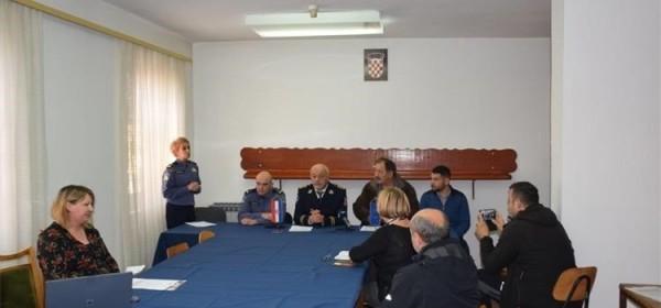 U Policijskoj postaji Otočac održana početna konferencija za medije vezano uz projekt energetske obnove PP Otočac