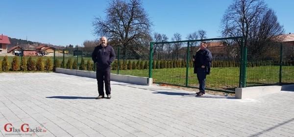 """U Brinju završeni radovi na gradnji parkirališta kod Dječjeg vrtića """"Tratinčica"""""""