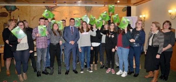 Nacionalni park Plitvička jezera svečano dodijelio stipendije učenicima u ugostiteljskim zanimanjima