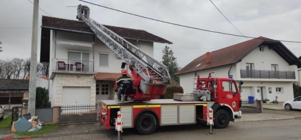 Vatrogasci iz Ličko-senjske županije pomažu Sisku i Petrinji