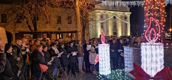 Upaljena 3.adventska svijeća u Otočcu